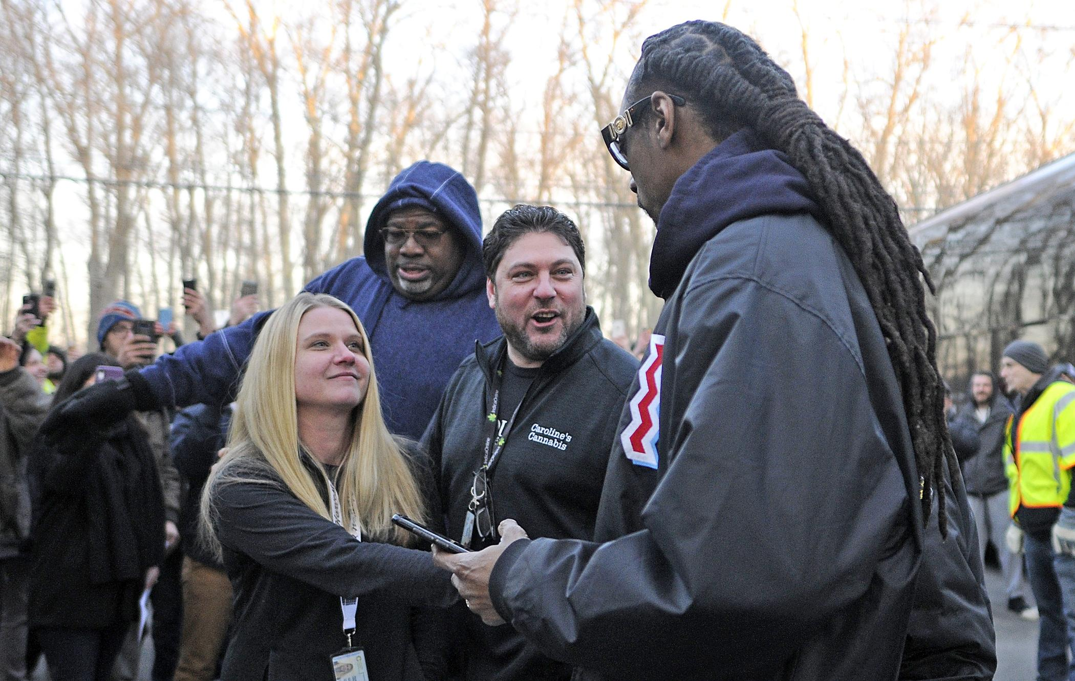 Snoop Dogg visits Caroline's Cannabis shop in Uxbridge – News – Milford Daily News